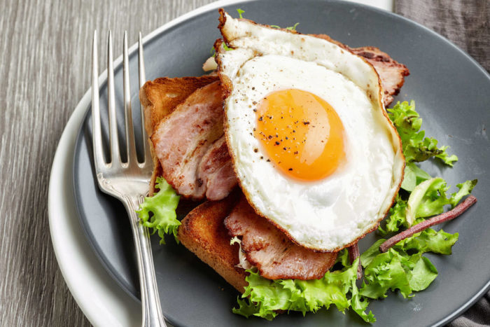 Śniadanie białkowo – tłuszczowe – lepsze od węglowodanowego