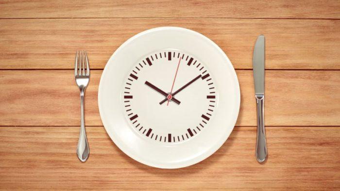 Intermittent Fasting – spróbuj tego modelu żywieniowego