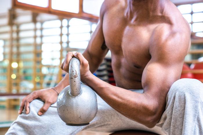 Intermittent fasting – czy taki model żywienia uniemożliwia budowanie masy mięśniowej?